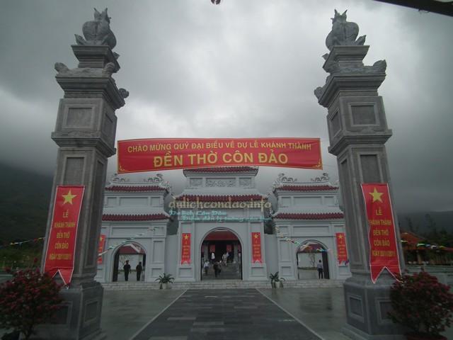 Cổng chính Đền thờ Côn Đảo